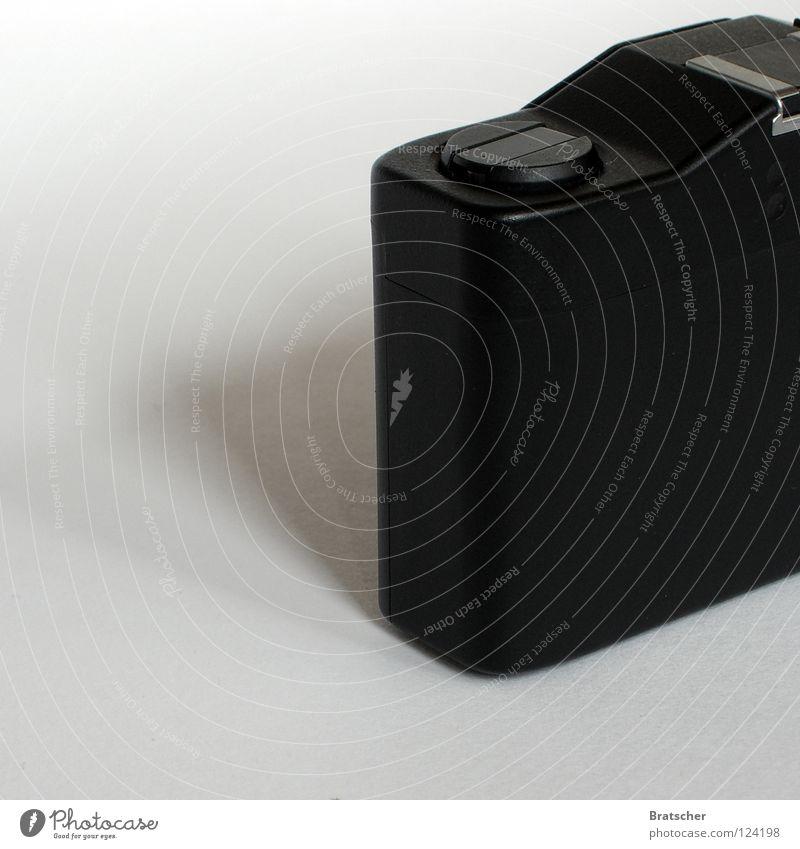 Schwarzgerät schwarz Traurigkeit Fotografie Design ästhetisch Filmmaterial retro einfach Fotokamera Dinge Medien analog Konzentration Kasten Freak