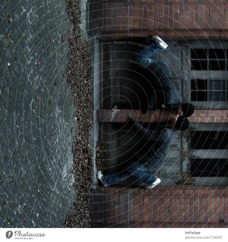 the doors Mann Silhouette Dieb Krimineller Rampe Laderampe Fußgänger Schacht Tunnel Untergrund Ausbruch Flucht umfallen Fenster Parkhaus Geometrie Gegenlicht