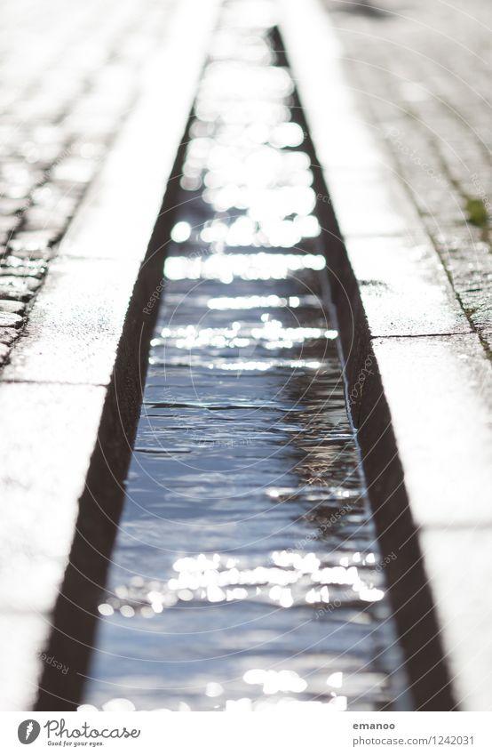 Fusskühlung Stadt Stadtzentrum Altstadt Fußgängerzone Menschenleer Platz Architektur Wahrzeichen Straße Flüssigkeit glänzend kalt nass weich grau