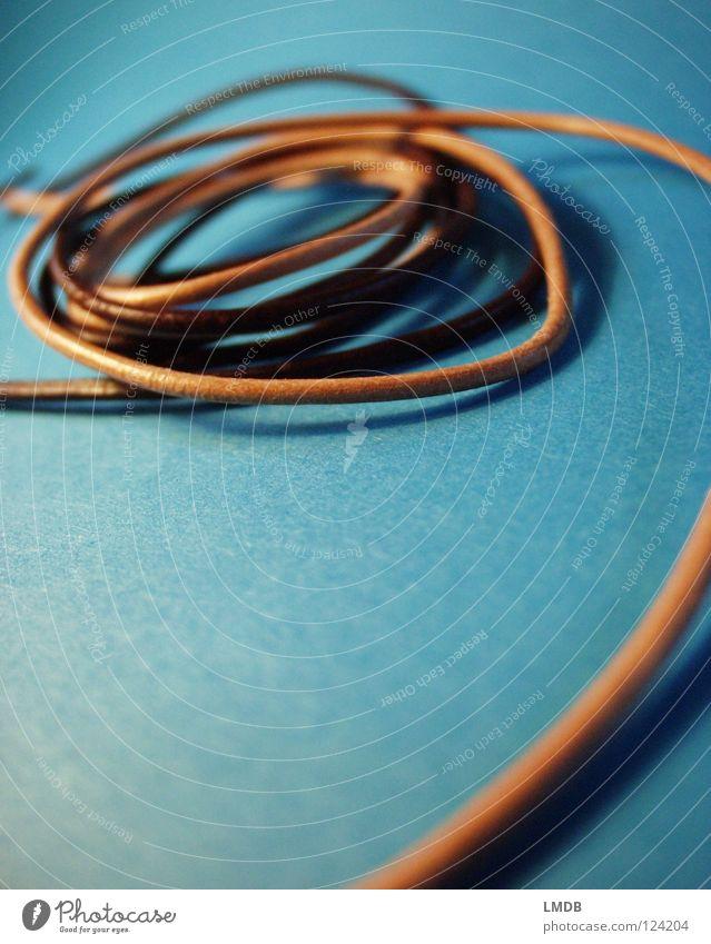 Um den Finger gewickelt . . . blau braun Haut Ordnung rund Konzentration Schnur türkis Leder sortieren Spirale Nähgarn Schleife verbinden Sepia