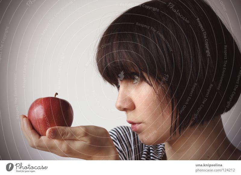 pomme Frau Jugendliche rot Erwachsene Gesundheit Junge Frau Frucht 18-30 Jahre Gesunde Ernährung Apfel brünett Bioprodukte Vitamin