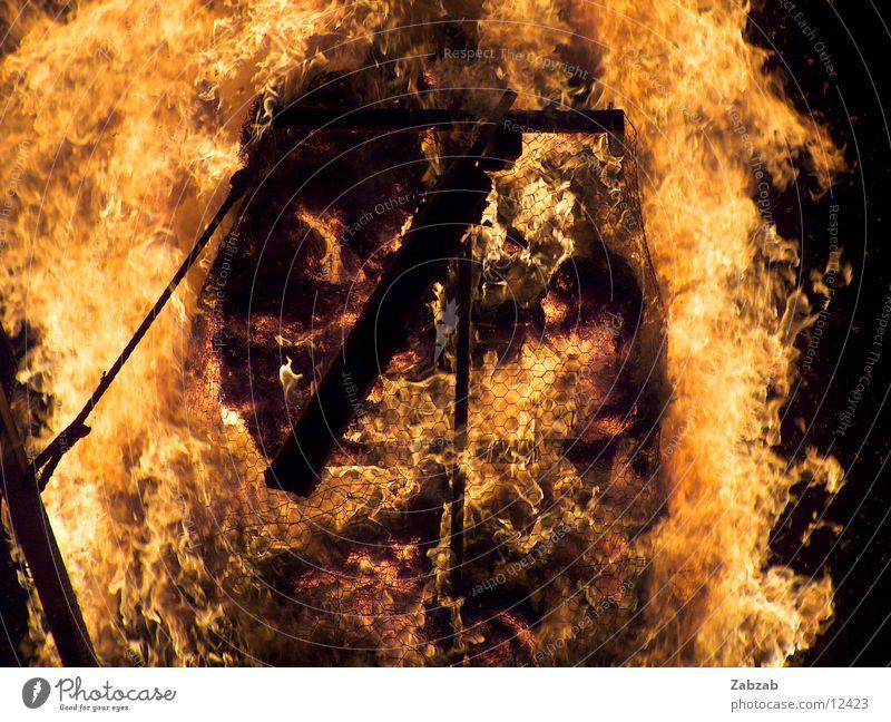 feuer die 2te Licht gelb Nacht brennen Physik Glut Langzeitbelichtung Brand Wärme Flamme