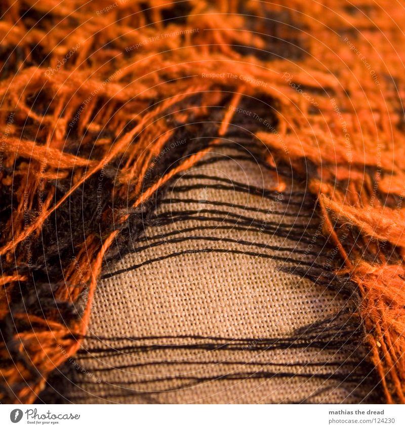 Abgenutzt 2 alt rot Beine orange offen dreckig Stuhl Vergänglichkeit Müll Wohnzimmer Sitzgelegenheit Nähgarn Kissen Sessel Schaden gebrauchen