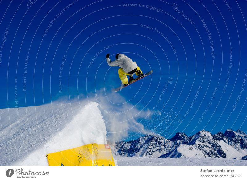 BigAir I schön Freude Winter Berge u. Gebirge Hintergrundbild Freiheit fliegen springen Freizeit & Hobby groß Show Körperhaltung Alpen Risiko Wolkenloser Himmel Mut