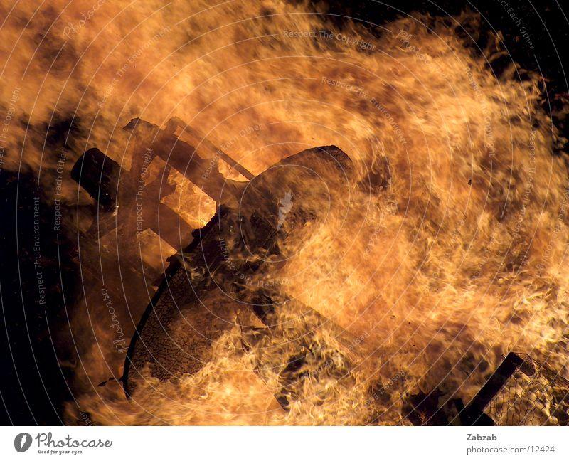 feuer die 11te Licht gelb Nacht brennen Physik Glut Langzeitbelichtung Brand Wärme Flamme
