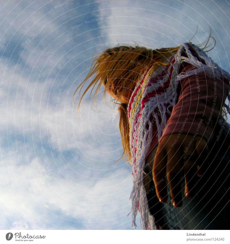 Ina Frau Umhang drehen Drehung Himmel Finger rosa schütteln Haare & Frisuren Tuch sky turn around