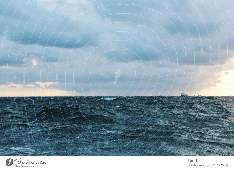 das Meer Himmel Natur Wasser Landschaft Wolken Ferne Umwelt Güterverkehr & Logistik Ostsee Verkehrswege Schifffahrt Gewitterwolken Dampfschiff Containerschiff