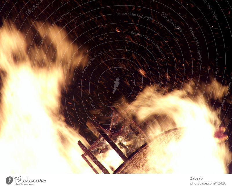 feuer die 4te Licht gelb Nacht brennen Physik Glut Langzeitbelichtung Brand Wärme Flamme