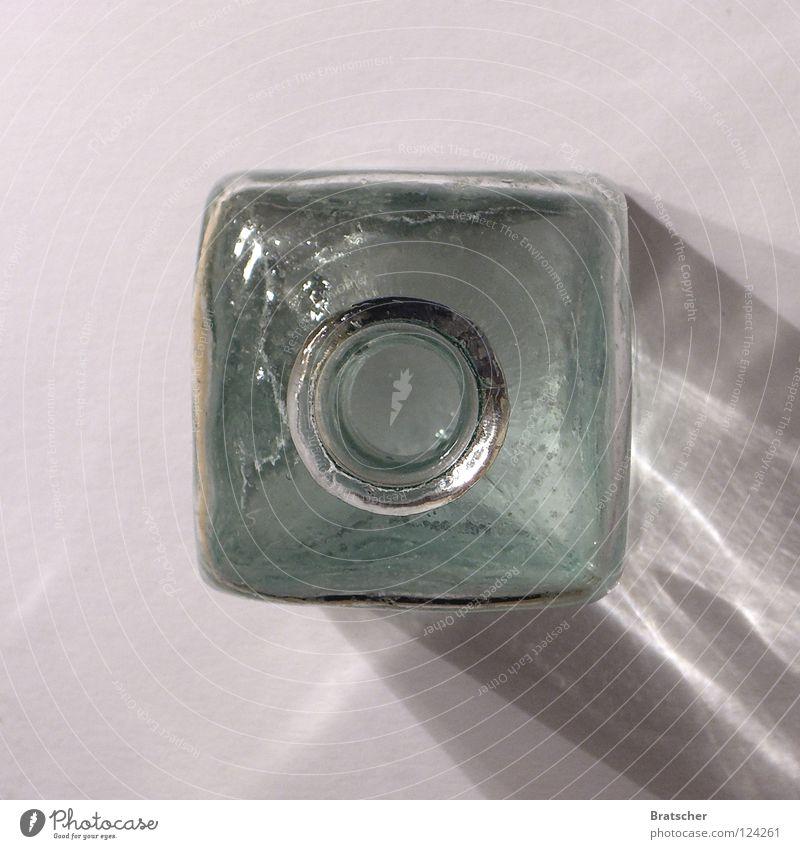 Glaubenssache Wasser oben Design Glas ästhetisch leer geschlossen rund Mitte Konzentration Wohnzimmer Quadrat eckig Langeweile Gott Kristallstrukturen