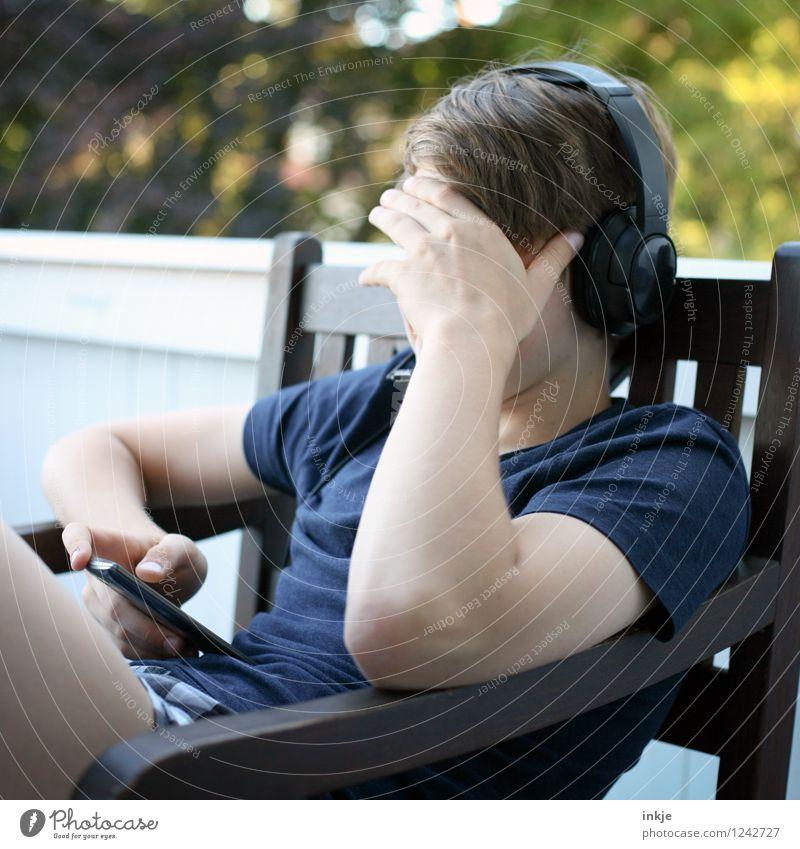 multitasking 2.0 Mensch Kind Jugendliche Leben Gefühle sprechen Junge Lifestyle Stimmung Freizeit & Hobby 13-18 Jahre Kindheit sitzen Schutz trendy hören
