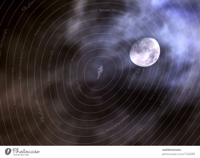 Mond mit Wolken Planet Astronomie Astrologie Astrofotografie träumen Mondsüchtig Werwolf Himmelskörper & Weltall zunehmend Erdmond Luna lunar Mann im Mond