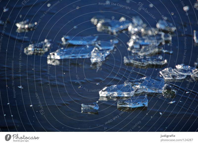 Winterblau kalt gebrochen Eisfläche gefroren Teich See Pfütze Aggregatzustand Farbe Teile u. Stücke Glätte
