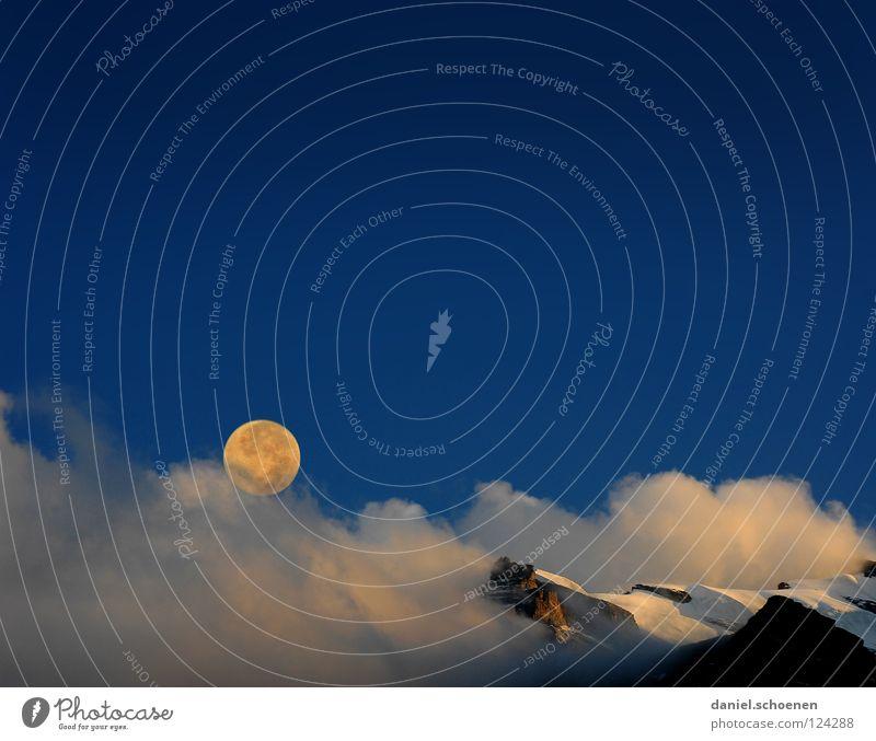 Vollmond Sonnenuntergang Gipfel Gletscher Cirrus Klimawandel Schweiz Berner Oberland wandern Bergsteigen Freizeit & Hobby Ausdauer weiß Wolken Hochgebirge