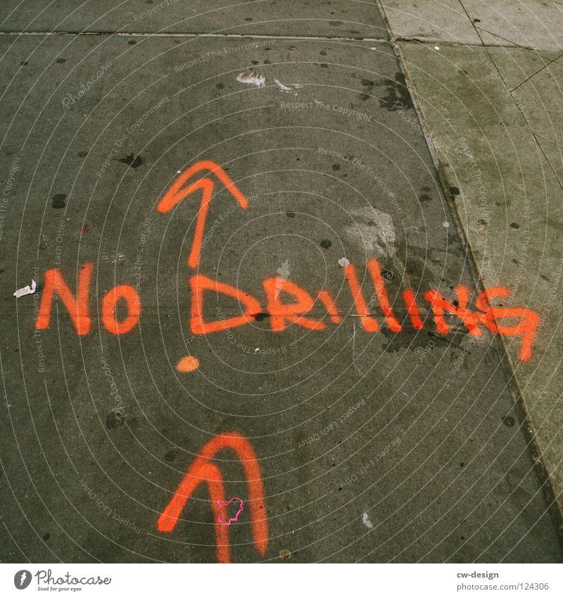 NO ZWILLING Zwilling rot trist grau Beton Bürgersteig Schilder & Markierungen Handwerk Graffiti New York City Detailaufnahme Wandmalereien no drilling Stein