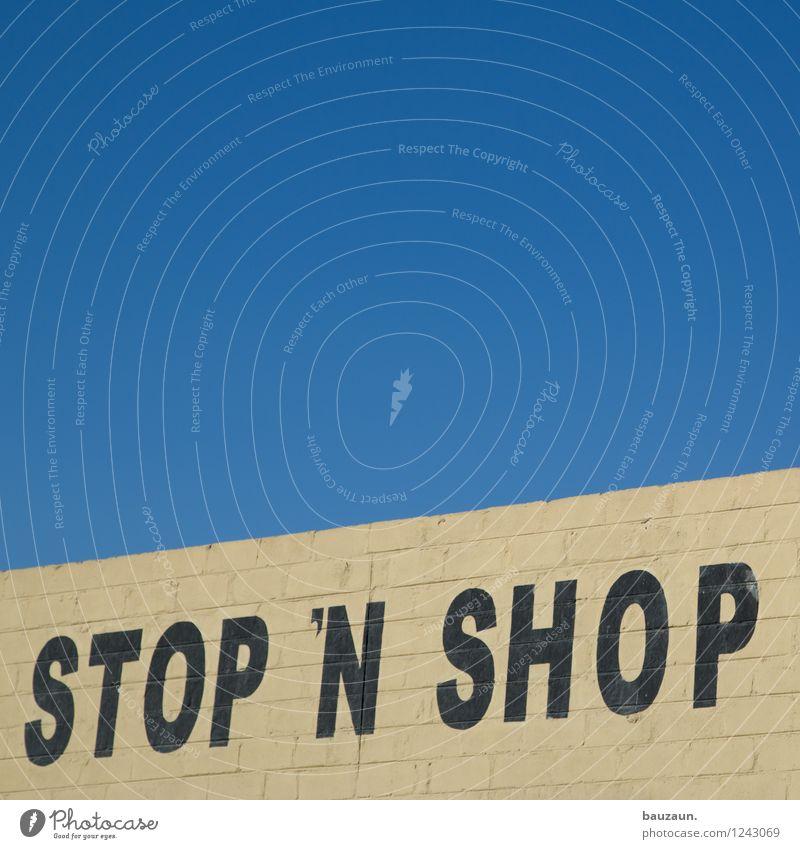 . Lifestyle kaufen Handel Dienstleistungsgewerbe Business Mittelstand Unternehmen Erfolg Namibia Afrika Stadt Stadtzentrum Gebäude Mauer Wand Fassade Stein