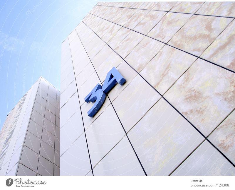 No 34 Himmel blau weiß Stadt Einsamkeit Haus Leben Fenster Wand Architektur Linie hell Wohnung Beton hoch Design