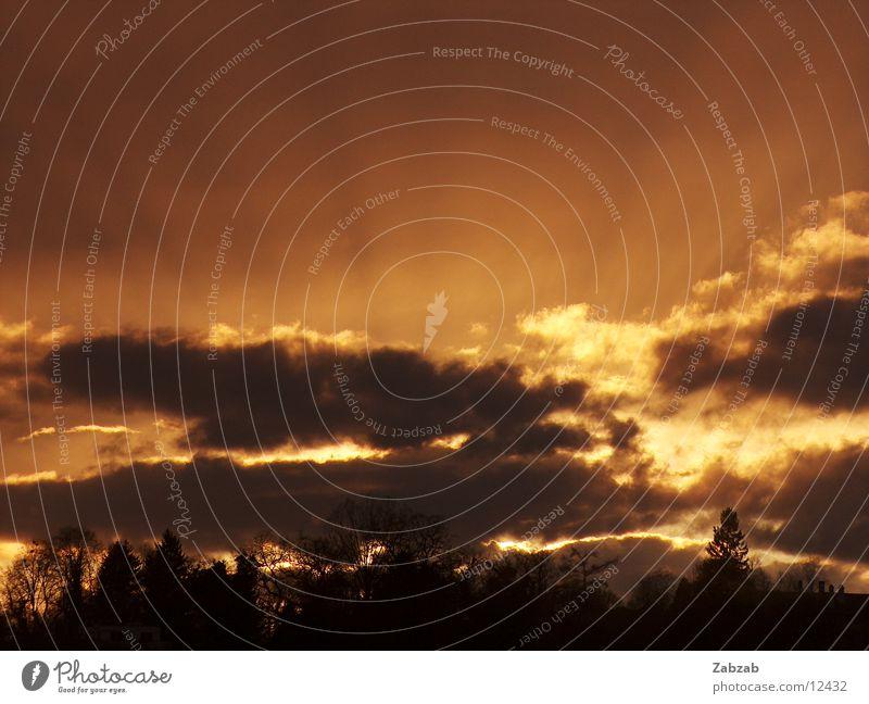 sonnenstrahlen Sonne Wolken dunkel hell Beleuchtung Wetter Romantik Kitsch