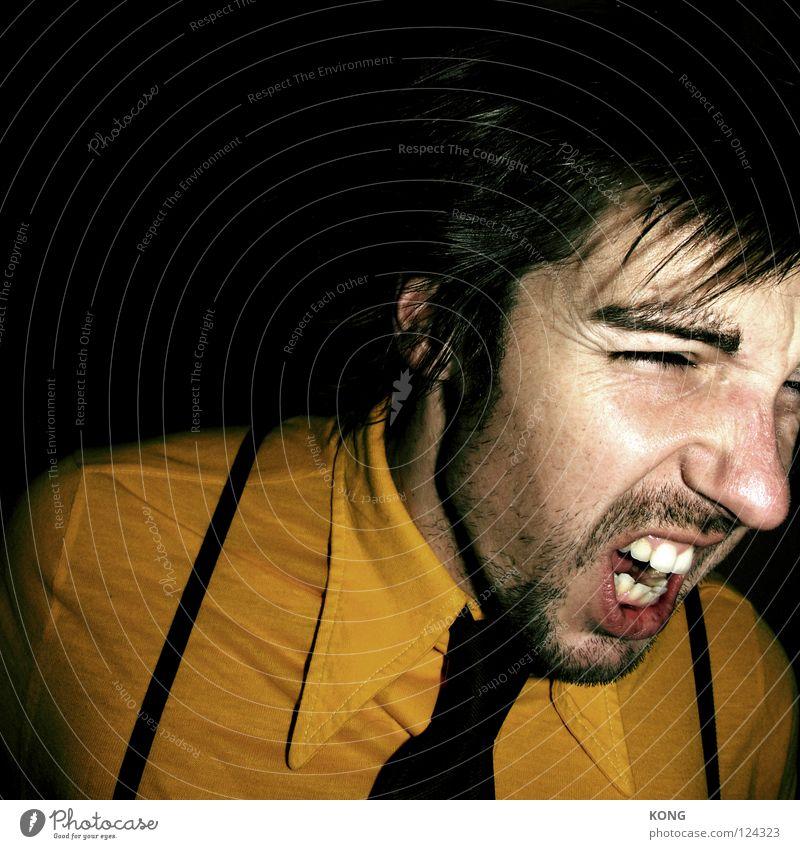 leader of the pack Porträt Nahaufnahme Mann schreien Wut Krawatte Hemd schick gelb grell laut Ärger Alkohol Gesicht face chique husenträger gelbes hemd