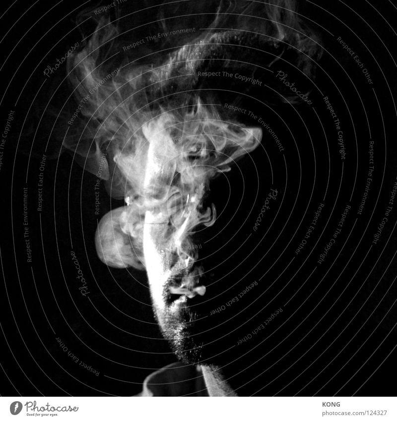 smokin' Porträt Nahaufnahme Mann Zigarette Rauch geheimnisvoll Schwarzweißfoto Vergänglichkeit Gesicht face Rauchen smoke verstecken unsichtbar selbstzensur