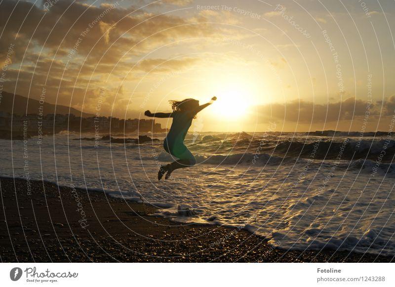 Quietscht vergnügt! Mensch feminin Kind Mädchen Kindheit 1 Umwelt Natur Landschaft Urelemente Wasser Sommer Schönes Wetter Wellen Küste Strand Meer sportlich