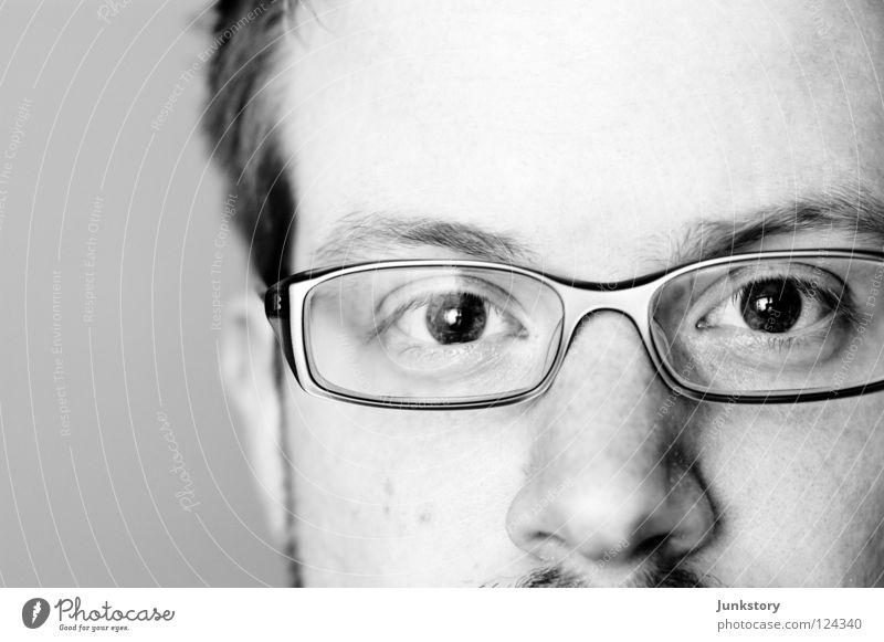 Close to nowhere... Porträt Nahaufnahme schwarz weiß Brille Augenbraue High Key Stirn Mann Schwarzweißfoto Makroaufnahme Stefan Wagner Haut Nase Gesicht