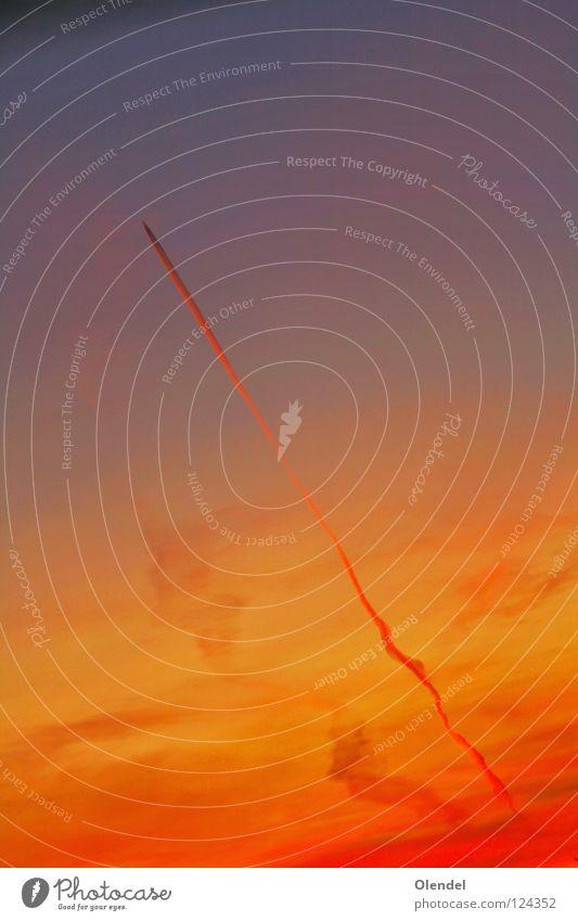 Sonnenangriff rot Flugzeug Angriff Farbverlauf quer diagonal Geschwindigkeit Himmel Luftverkehr blau orange Rauch Morgen