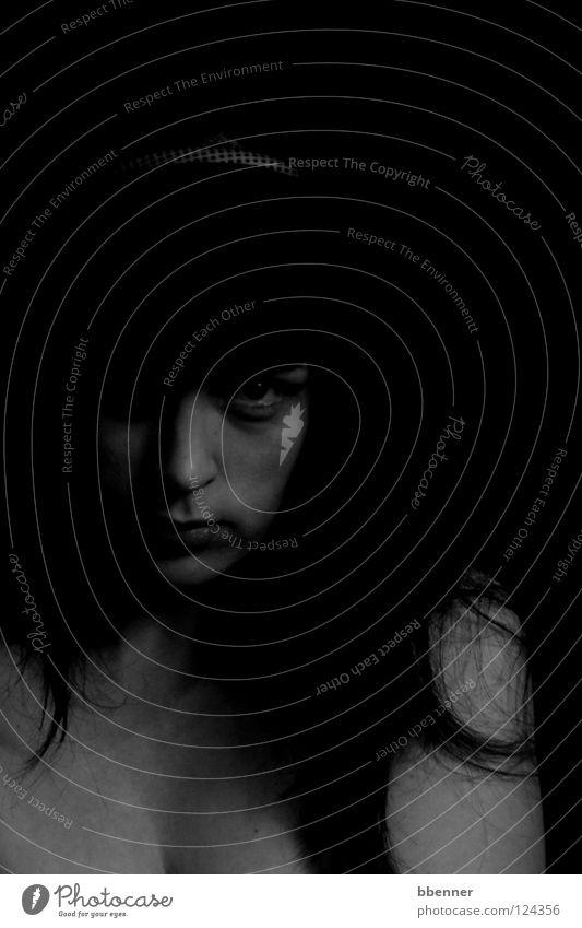 Schattenwesen Frau Mensch schwarz Gesicht Auge dunkel Haare & Frisuren Kraft Schulter unheimlich verführerisch
