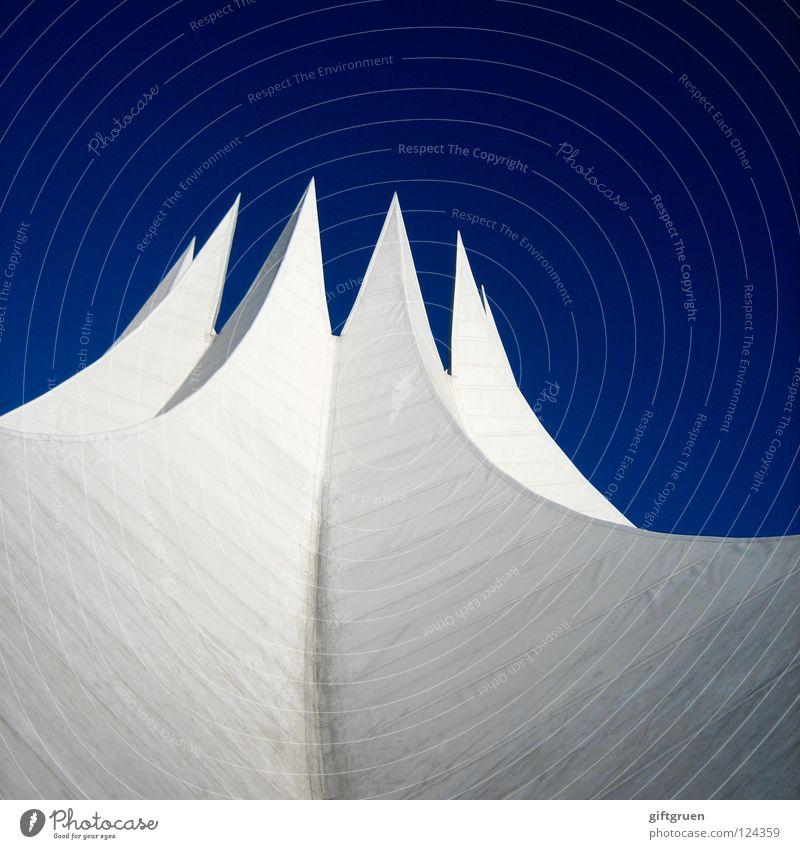 spitzenmäßig brilliant beeindruckend fantastisch aufstrebend Detailaufnahme modern Berlin Spitze spitzenförmig Schulklasse Prima bis in die spitzen himmelwärts