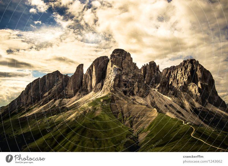 Dolomiten II Natur Ferien & Urlaub & Reisen alt Sommer Sonne Landschaft kalt Berge u. Gebirge Freiheit außergewöhnlich Tourismus wandern ästhetisch Ausflug bedrohlich Schönes Wetter
