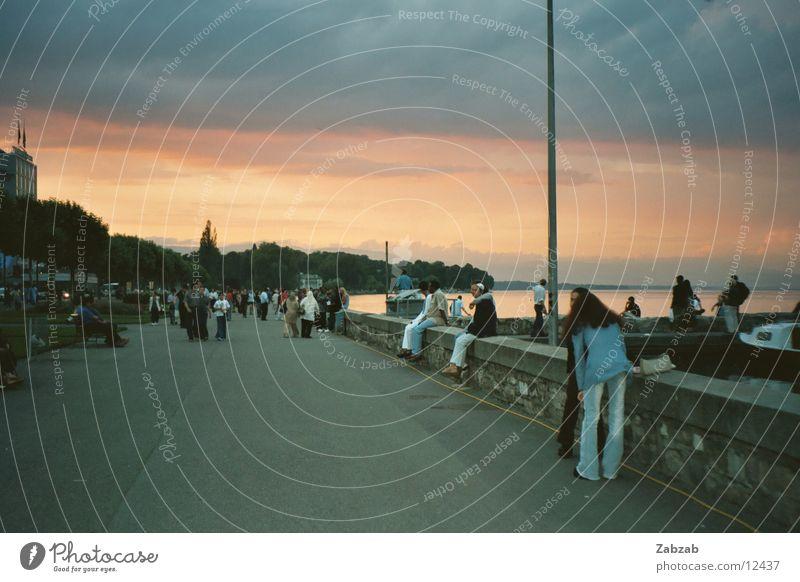 Promenade Mensch Wasser Straße Mauer See Küste Genf