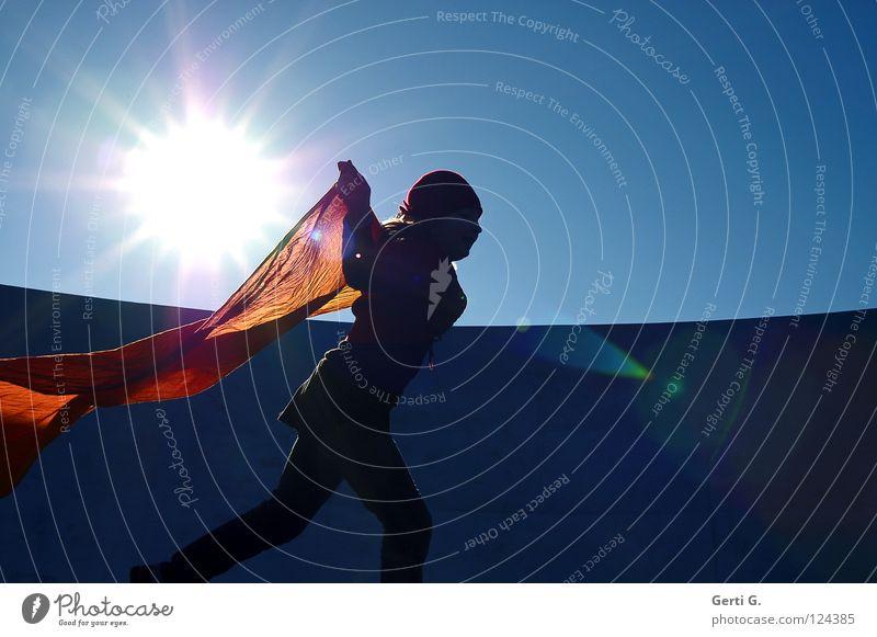 sun°light°run rot springen Licht grell spektral mehrfarbig Strahlung Baseballmütze Schwung Aufschwung Pastellton rosa grün weiß gleißend Himmelskörper & Weltall