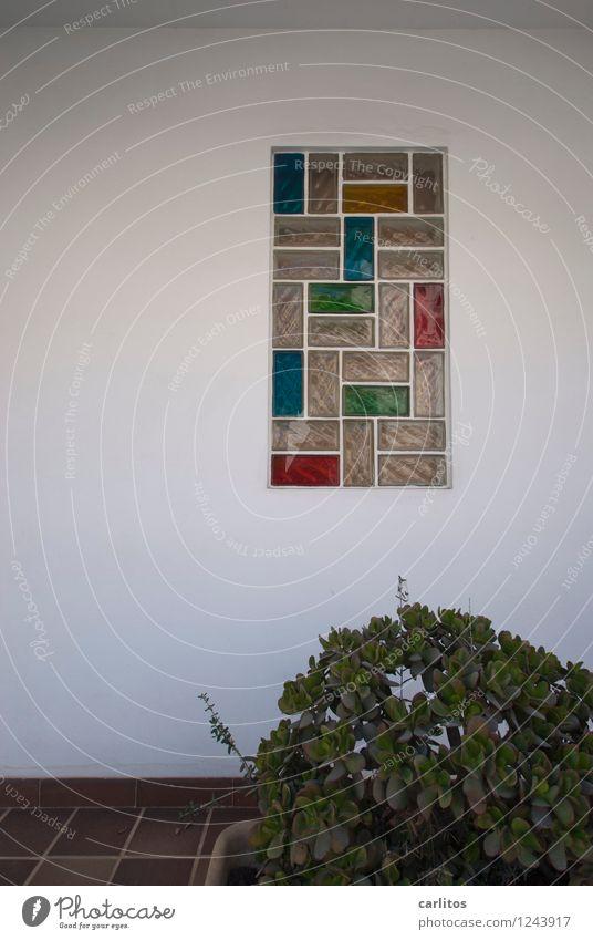 Idiotentetris (c) john krempl Ferien & Urlaub & Reisen Haus Fassade Terrasse Fenster hässlich blau grün rot weiß Wand Glasbaustein geschlossen geschmacklos