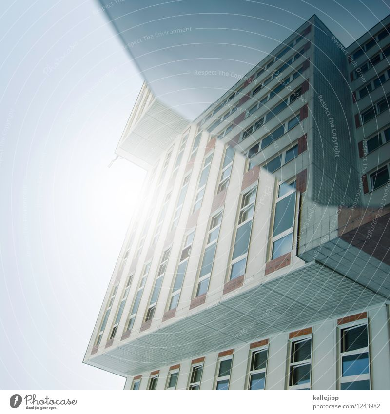 ironhide Stadt Haus Hochhaus Mauer Wand Fassade leuchten Reflexion & Spiegelung Spiegelbild verformen Linie Farbfoto Außenaufnahme Experiment Tag Licht Schatten