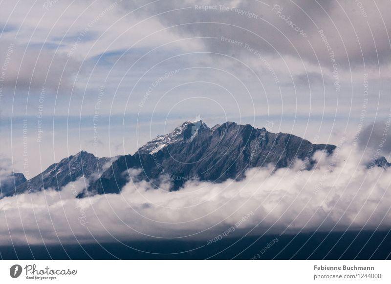 Wolkenkarwendel Natur Landschaft Urelemente Himmel Alpen Berge u. Gebirge Gipfel Schneebedeckte Gipfel gigantisch hoch blau grau weiß Karwendelgebirge Felswand