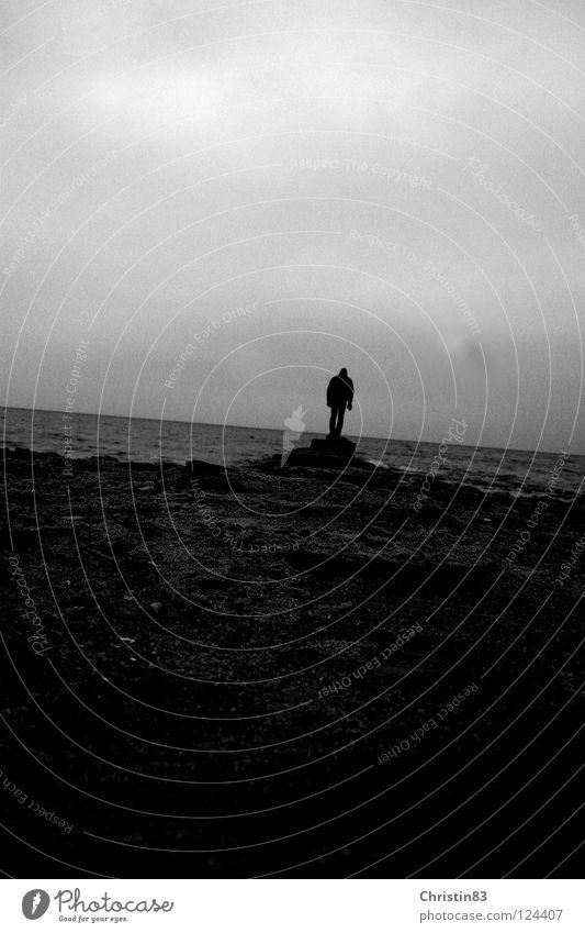 On his way... Meer Mann Einsamkeit dunkel Sehnsucht Strand Wolken kalt Schwarzweißfoto Wasser Ostsee Wege & Pfade bedecken