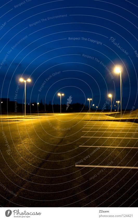 Parking Himmel blau schwarz gelb Lampe glänzend Schilder & Markierungen Nachthimmel Laterne Verkehrswege Parkplatz parken