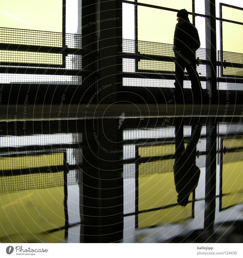 two man standing Parkdeck Parkplatz Wächter Besucher Ausstellung gelb einzigartig 2 Zwilling Wahrsagerei Fassade Mann Mensch stehen Pfütze Typographie Parkhaus