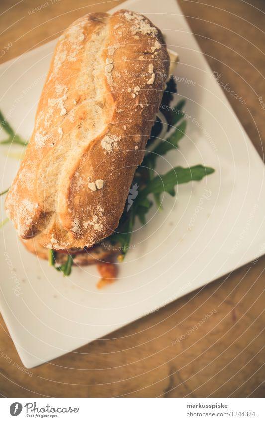 burger mit tomaten sugo, rucola, ziegenkäse Gesunde Ernährung Freude Essen Lifestyle Feste & Feiern Lebensmittel genießen Gemüse Veranstaltung Bioprodukte