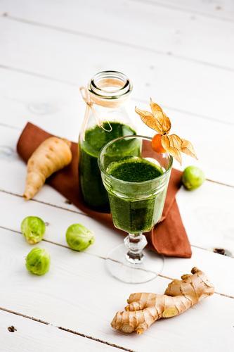 Gsund grün kalt natürlich Gesundheit Frucht frisch Glas Ernährung Getränk genießen Fitness Kräuter & Gewürze Gemüse Flüssigkeit exotisch nachhaltig