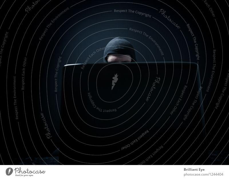 maskierter kopf verbirgt sich hinter Laptop dunkel Business Büro Computer bedrohlich Macht Schutz Sicherheit Geld Netzwerk Information Internet Maske bizarr