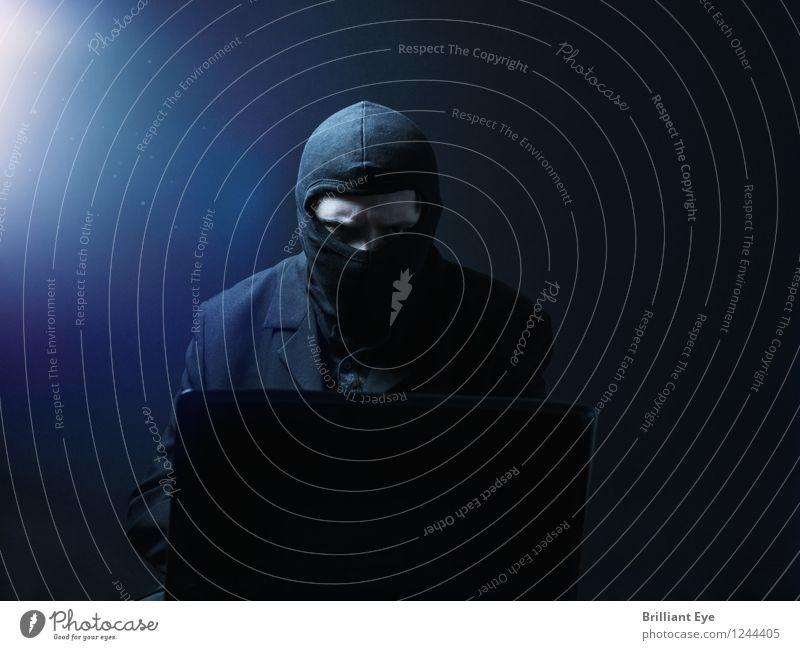 Datenklau Büro Business Computer Notebook Internet Mensch maskulin 18-30 Jahre Jugendliche Erwachsene gebrauchen schreiben Aggression bedrohlich kalt blau