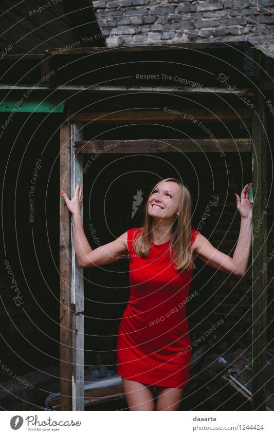 happy dungen Stil Freude Leben harmonisch Freizeit & Hobby Spielen Ausflug Abenteuer Freiheit Sightseeing Sommer Kleid rotes Kleid Lächeln lachen verrückt Wärme