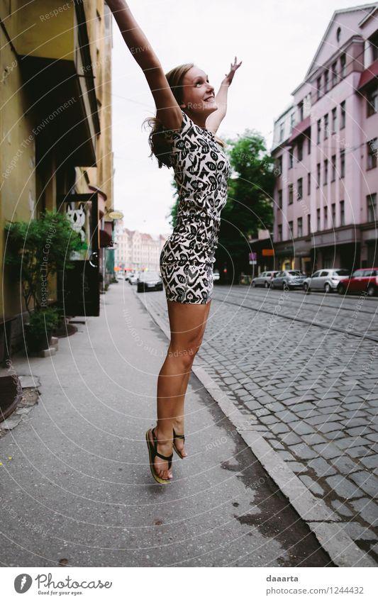 Stadt Sommer Freude Leben Straße Gefühle Feste & Feiern Freiheit außergewöhnlich Lifestyle Stimmung Freizeit & Hobby elegant authentisch Erfolg Fröhlichkeit