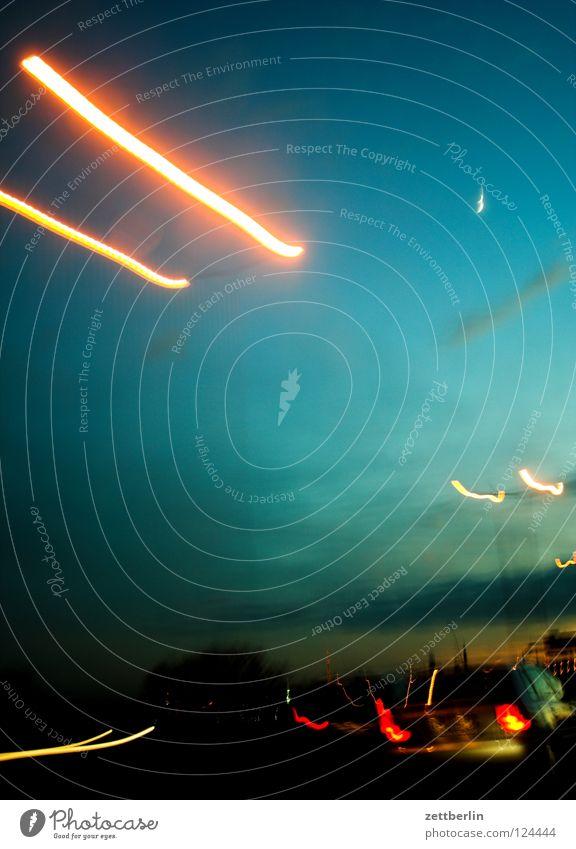 Autobahn Himmel Wolken PKW Beleuchtung Stern Geschwindigkeit Stern (Symbol) KFZ Telekommunikation Mond Verkehrswege Erkenntnis Rücklicht überholen Führerschein