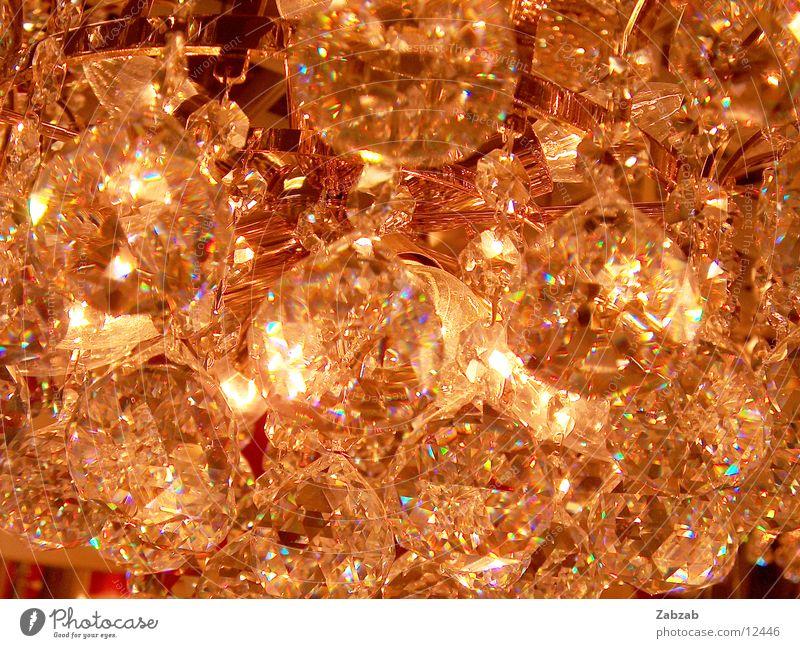 kron.leucht.er gelb Farbe Lampe Diamant hell braun Beleuchtung glänzend elegant gold mehrere nah Kitsch Dekoration & Verzierung Innenarchitektur Ladengeschäft