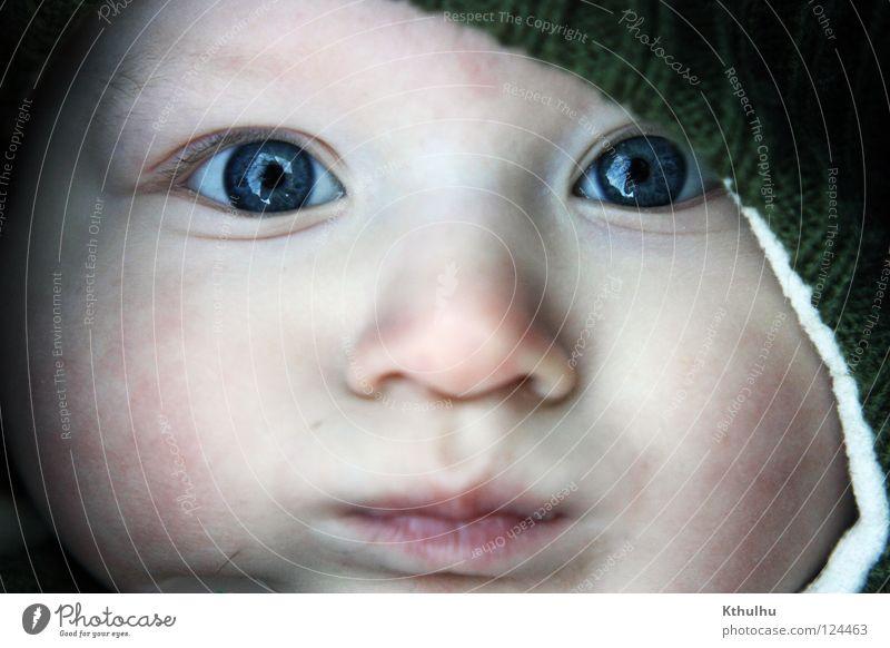 Winterkind Kind blau Gesicht Auge kalt Baby klein Mütze Kleinkind Wolle