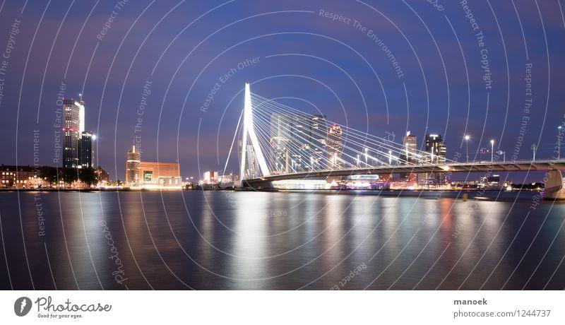 Erasmus Bridge Rotterdam bei Nacht Haus Architektur Gebäude Tourismus Hochhaus Brücke Stadtzentrum Sightseeing Städtereise Hafenstadt