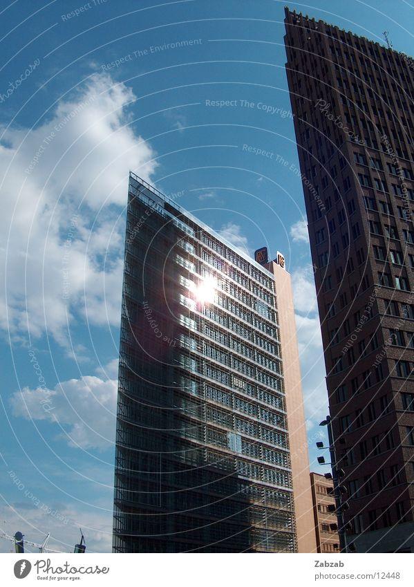 reflektiert Himmel Stadt Sonne Wolken Haus Fenster Berlin Gebäude Hochhaus modern neu Baustelle Bauwerk Mitte Gastronomie