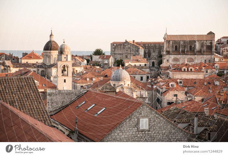 Old Town - Dubrovnik Kleinstadt Stadt Stadtzentrum Haus Kirche Turm Bauwerk Gebäude Dach Sehenswürdigkeit Wahrzeichen Denkmal braun rot Alte Stadt historisch