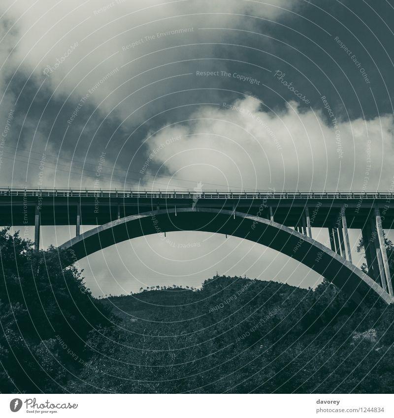 Viadukt Italien Europa Brücke Bauwerk Architektur Verkehr Güterverkehr & Logistik Autofahren Zufriedenheit Endzeitstimmung Umwelt Unendlichkeit Stadt